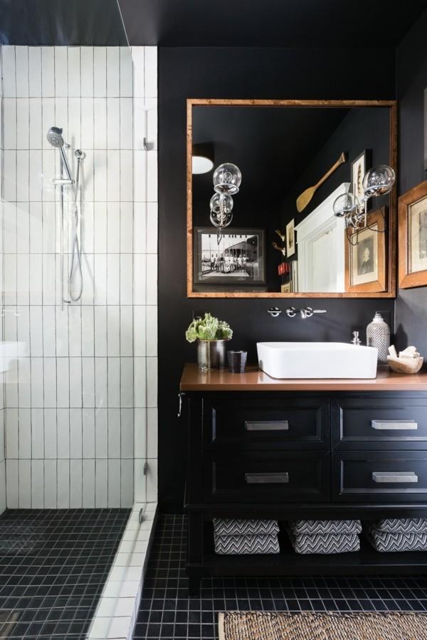 badezimmer schwarz weiße akzentwand fliesen senkrecht