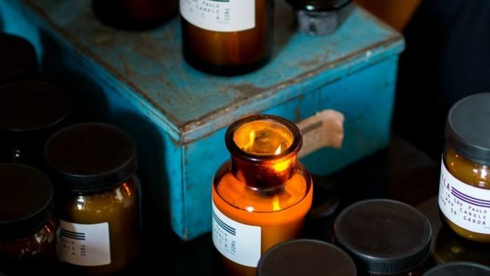 duftkerzen selber machen aetherische oele kleine flaschen