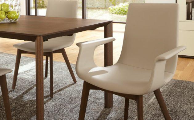 esstisch mit stuehlen excellent luxus esstisch mit sthlen with esstisch mit stuehlen cool. Black Bedroom Furniture Sets. Home Design Ideas
