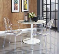 Bequeme Esszimmerstühle mit Armlehne machen Essen und Unterhalten am Tisch angenehmer