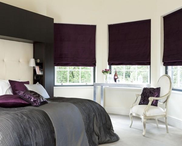 fensterverdunkelung schlafzimmer raffrollo elegante farbe luxuriöse bettwäsche