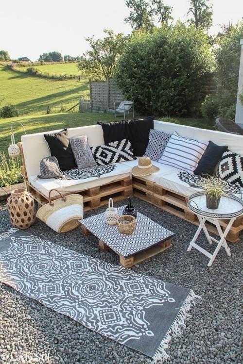 gartenmöbel aus paletten stilisierte mediterrane stimmung