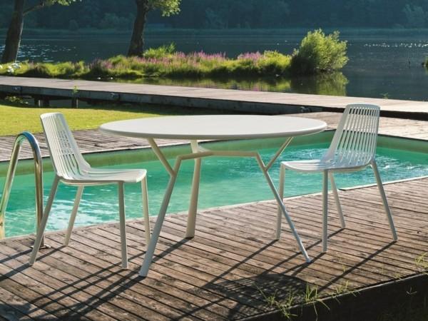 gartenstühle alu modernes design weiß außenbereich schwimmbad