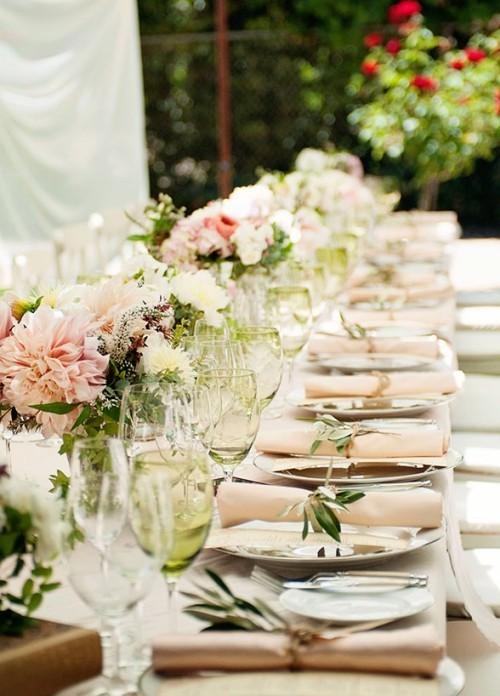 hochzeit feiern elegante tischdeko helle farben