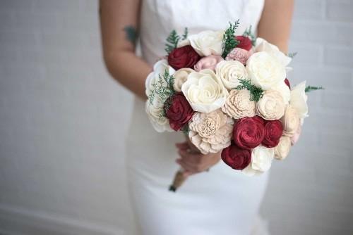 hochzeit feiern klassischer brautstrauß rosen