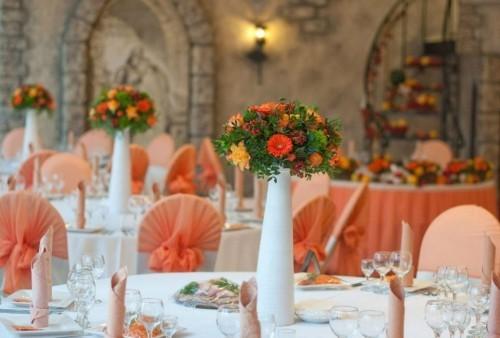 hochzeit feiern tisch dekoideen sanfte orangetöne