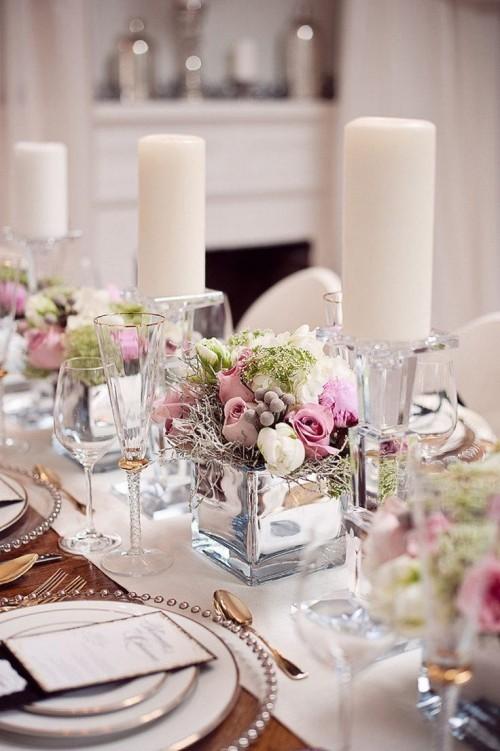 hochzeit feiern tisch dekorieren weißer tischläufer blumen kerzen