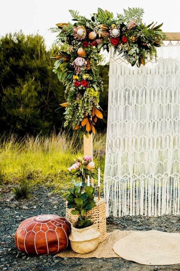 hochzeitsbogen dekorieren für boho hochzeit