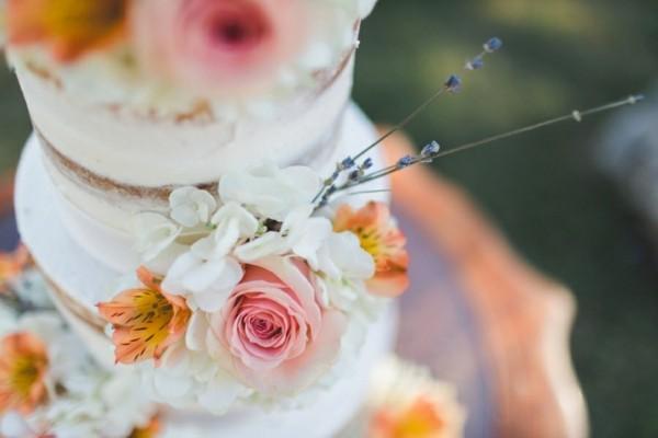 hochzeitskuchen naked cake mit blumen boho hochzeit