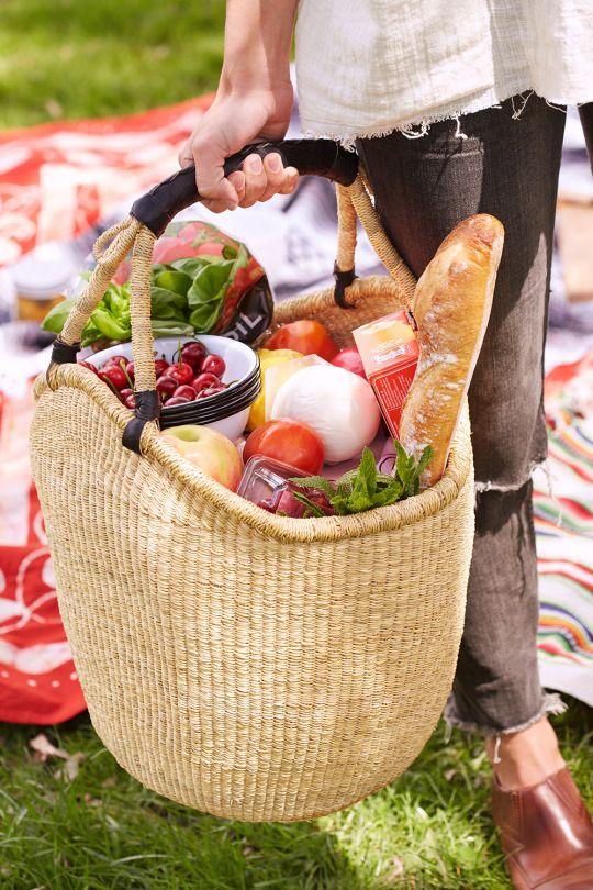 korb mit produkten picknick ideen