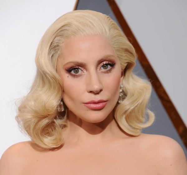 lady gaga blonde haare und make up