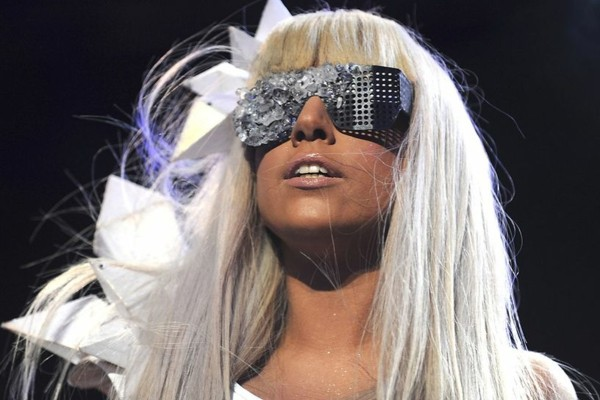 lady gaga extravaganter star langes blondes haar