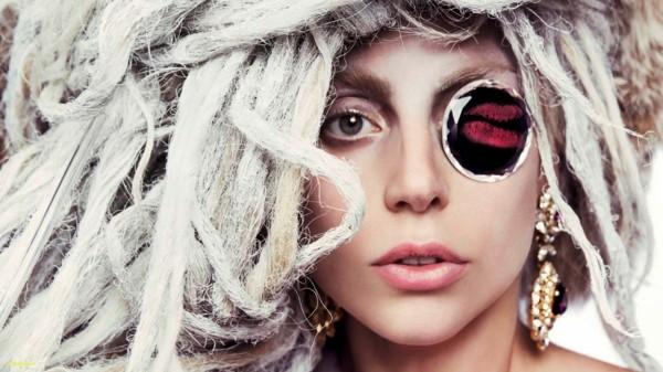Lady Gaga mit verrückter Frisur