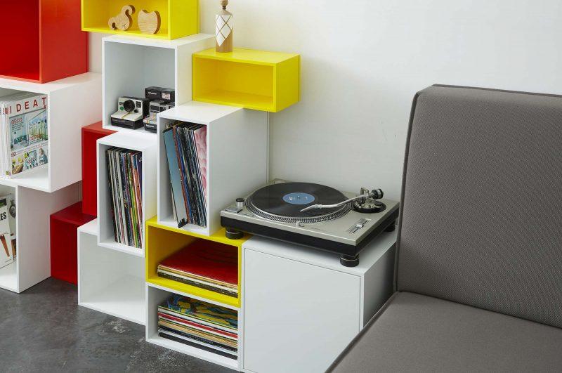 30 stauraum ideen f rs aufbewahren von ihren schalplatten. Black Bedroom Furniture Sets. Home Design Ideas