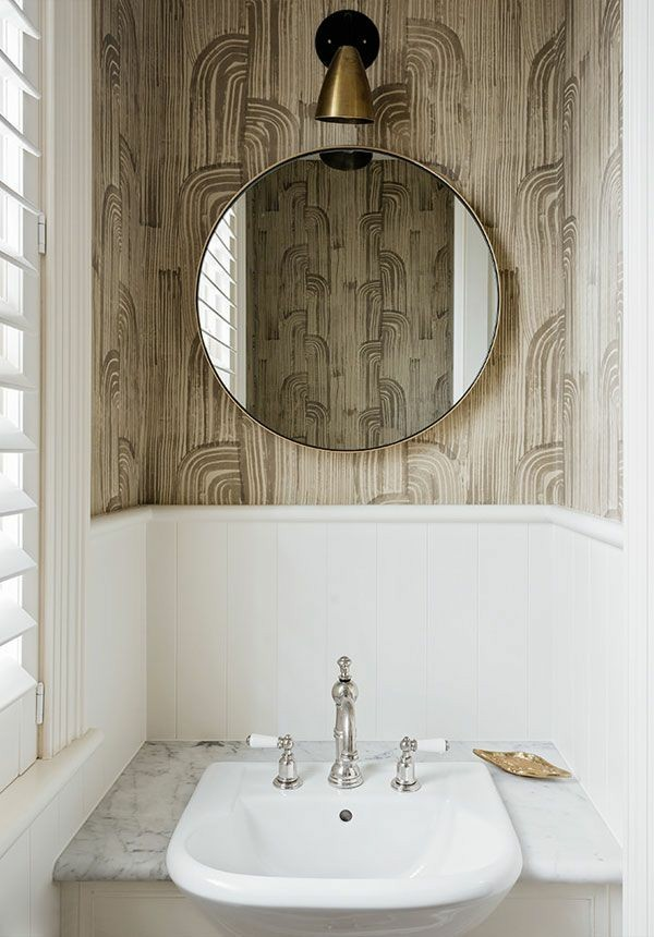 runder badspiegel ausgefalle wandgestaltung kleines bad ideen