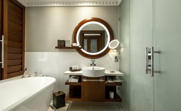 runder badspiegel elegantes design schöne beleuchtung