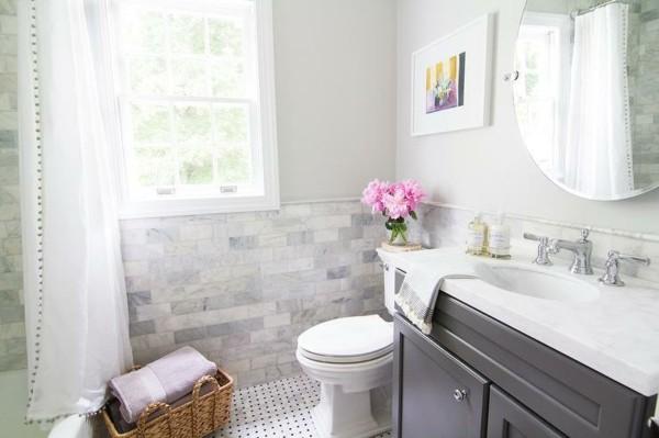 runder badspiegel funktionales badezimmer gestalten helles baddesign