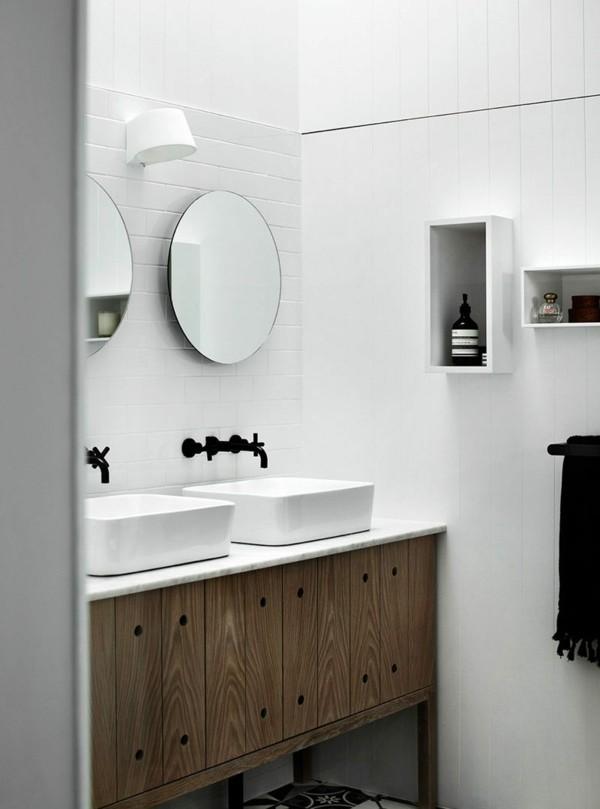 runder badspiegel stilvolles waschbeckenunterschrank weiße wände