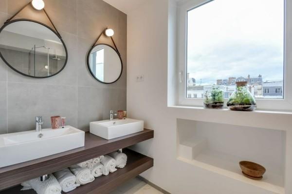 runder badspiegel zwei wandspiegel stauraum ideen