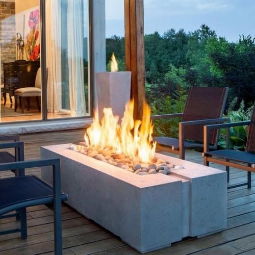 terrassenkamin offene feuerstelle steine stühle