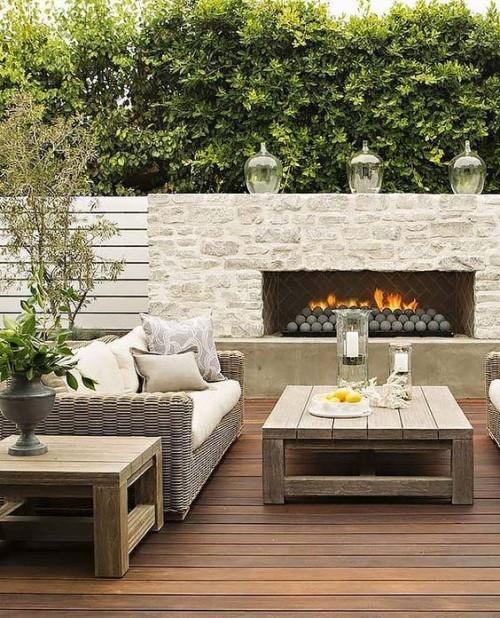 terrassenkamin schönes design rattansofa