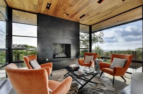 terrassenkamin schwarze feuerstelle orange sessel moderne terrasse