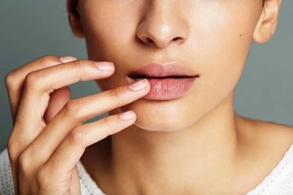 volle lippen pflegen mit lippenbalsam