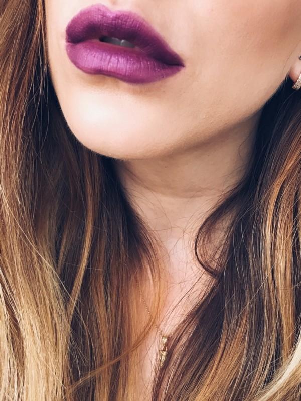 volle lippen ultra violet farbe