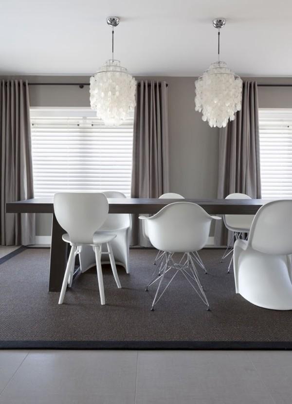 wandfarbe hellgrau esszimmer einrichten grauer teppich ergonomische weiße stühle