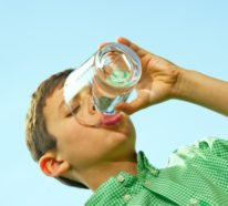 Einen Wassertest durchführen, um sich der Wasserqualität zu Hause bewusst zu sein