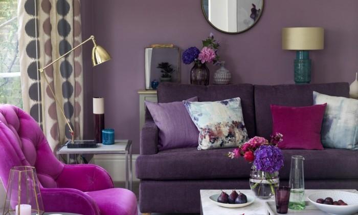 wohnzimmer einrichtungsideen farbe flieder mit gold