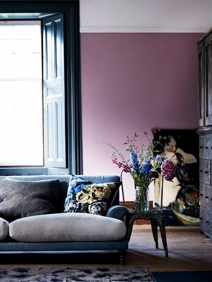 wohnzimmer einrichtungsideen farbe flieder mit schwarz