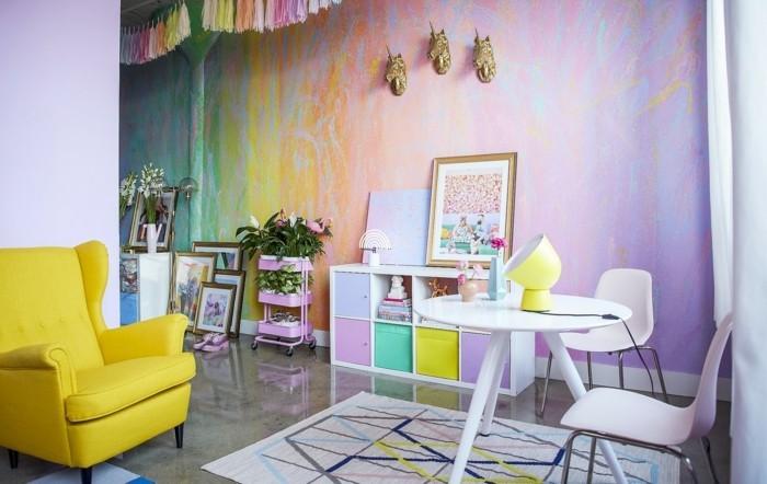 wohnzimmer einrichtungsideen farbe flieder regenbogen