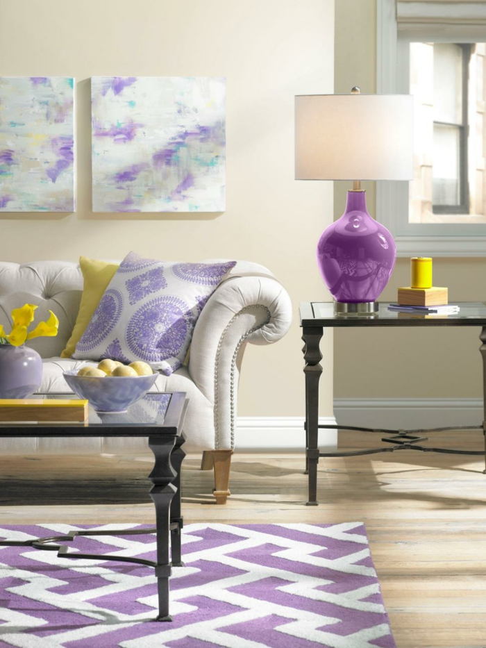 wohnzimmer einrichtungsideen farbe flieder sessel farbakzent