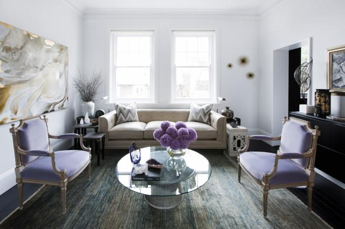 wohnzimmer einrichtungsideen farbe flieder sessel pompoes