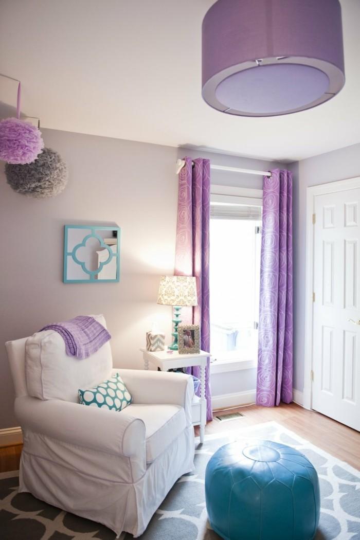 wohnzimmer einrichtungsideen farbe flieder weiss