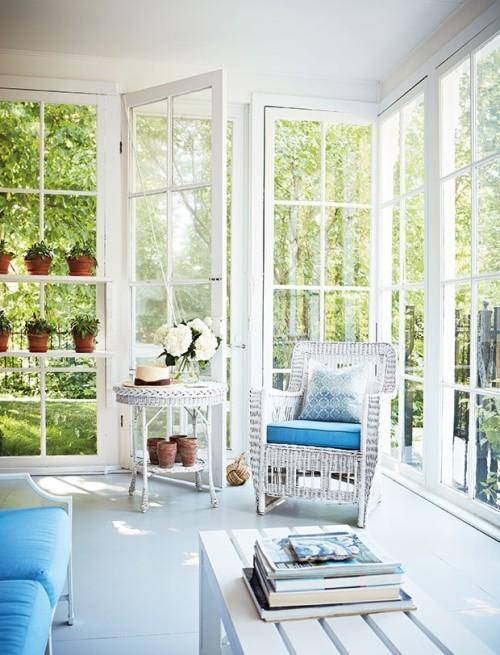 Überdachte Veranda Blau-Weiß