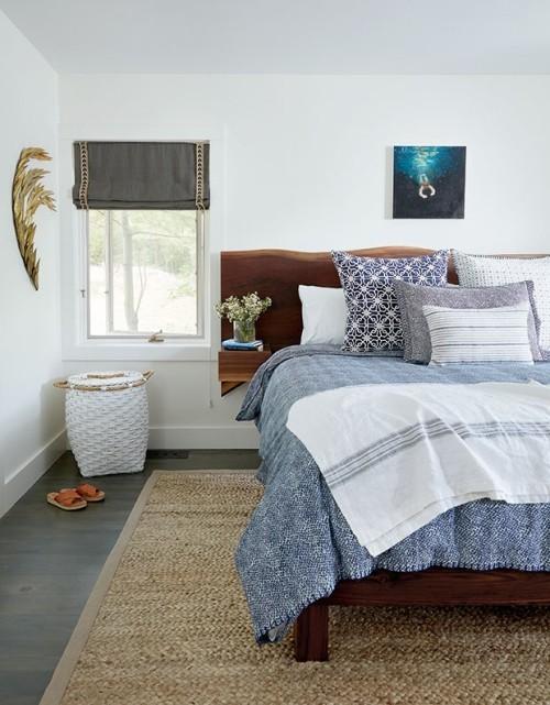 Blau-Weiß verschiedene Nuancen gemütliches Schlafzimmer wirkt sehr einladend