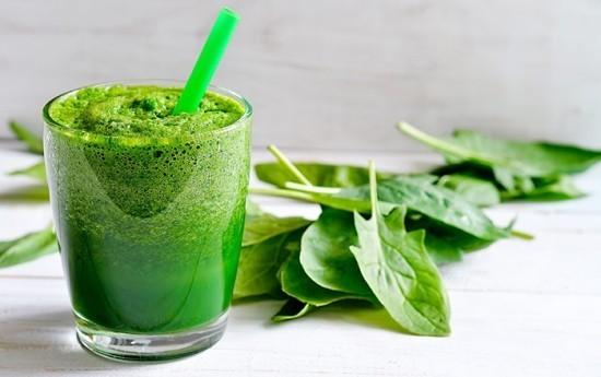 Grüner Smoothie Spinatblätter