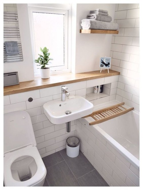 Kleines Badezimmer in Weiß