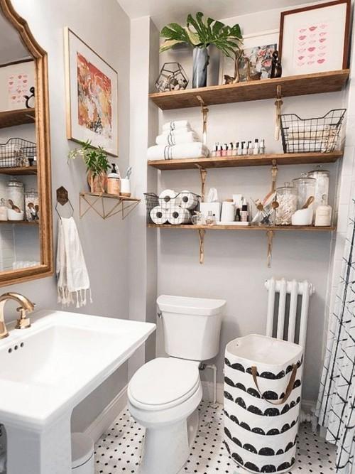 Kleines Badezimmer zu wenig Platz viele Gegenstände Unordnung schaffen