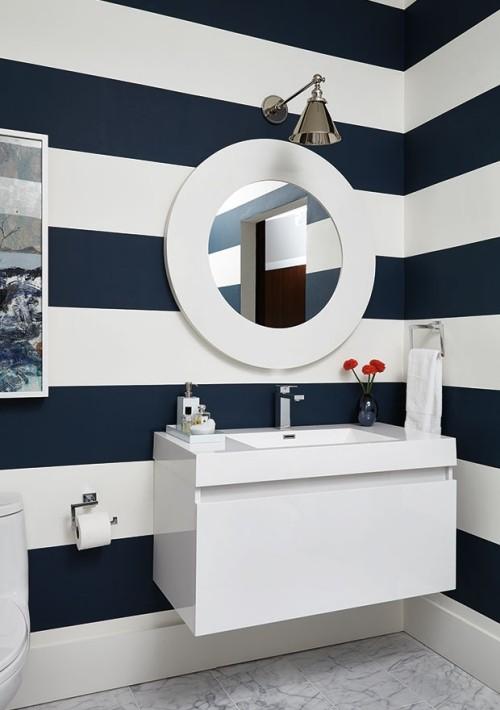Kontraste Blau-Weiß im Bad geometrische Formen WOW-Effekt