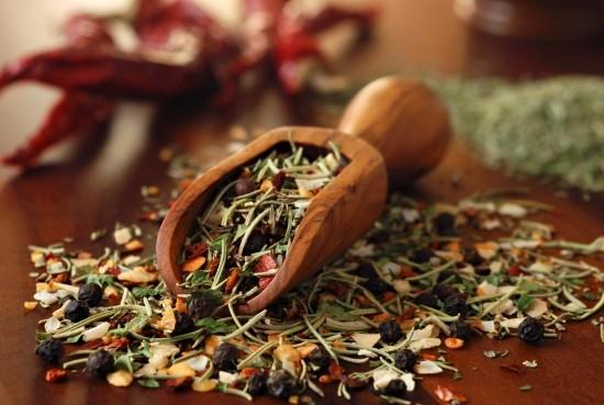 Kräuter trocknen Aroma Geschmack aufbewahren in der Küche gebrauchen