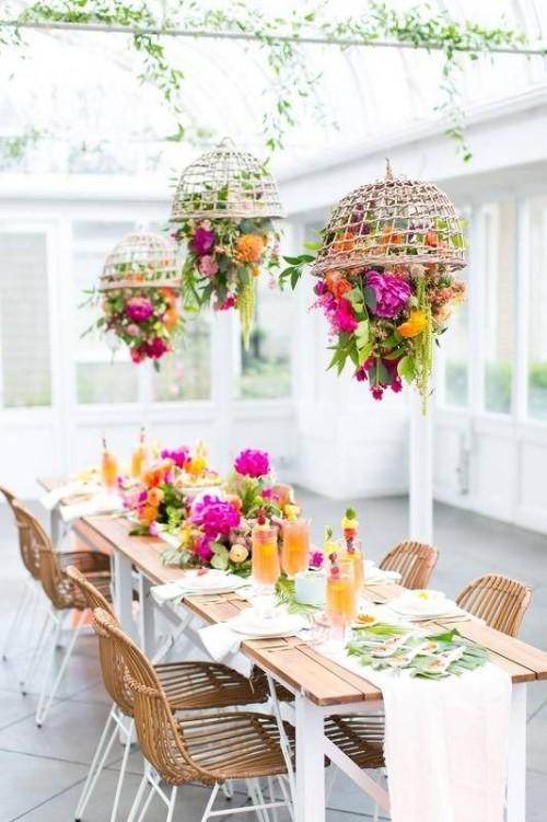Kreativ sein Sommerparty veranstalten schöne Blumendeko arrangieren