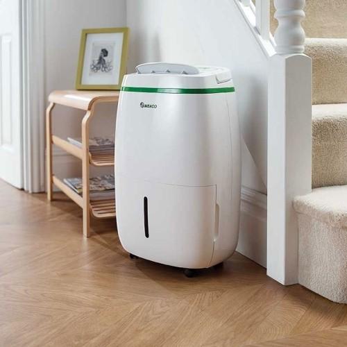 Leistungsstarker Luftentfeuchter vorbeugend gegen Schimmel zu Hause