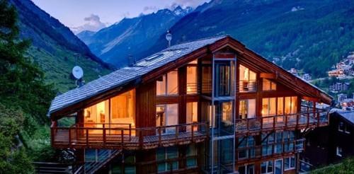 Luxusurlaub in den Schweizer Alpen Zermatt Apartmenthaus luftiges Lebensgefühl