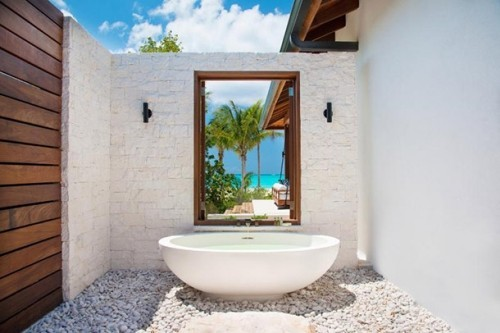 Luxusurlaub voller Relax Outdoor- Badewanne Luxus Stil Komfort