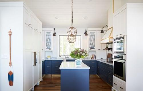 Moderne Küche blau-weiß maritimes Deko