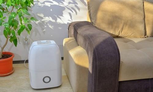 Verschiedene Modelle Luftentfeuchter auf dem Markt oder online finden