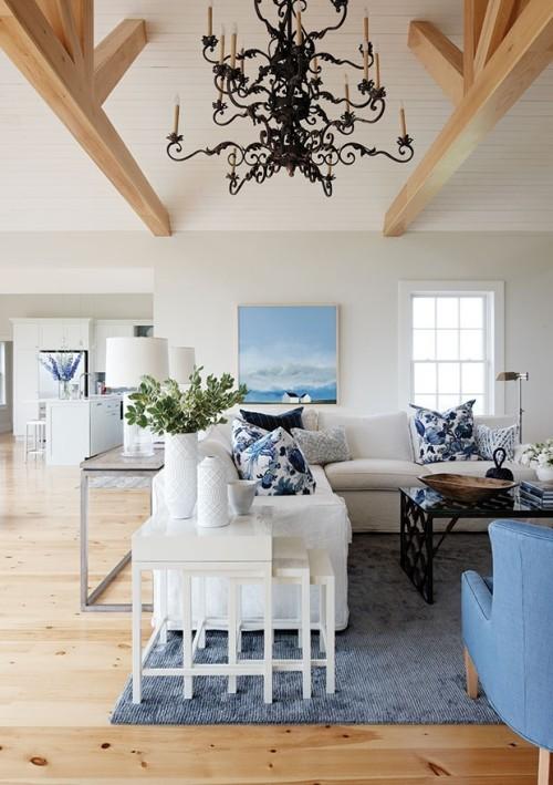 Wohnzimmer blau-weiß Couch Sessel Teppich